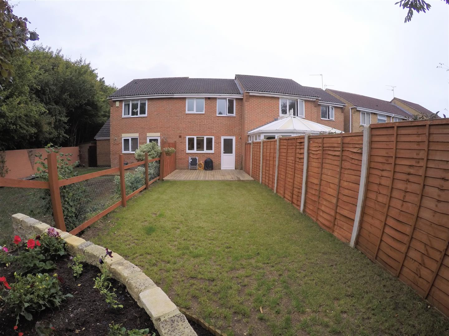 2 Bedrooms Terraced House for sale in Loveridge Close, Upper Stratton, Swindon